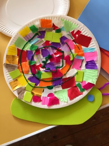 French for Toddlers: les petites-bêtes - week 2 - paper plate snails