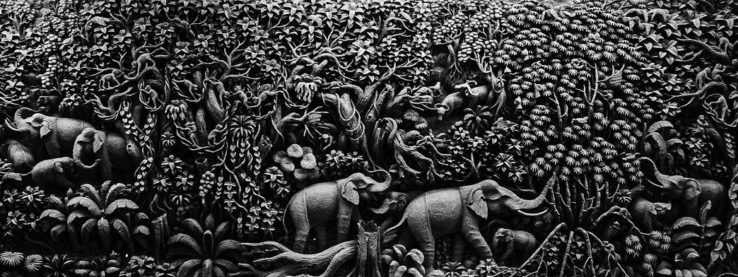 wood carvings in bangkok