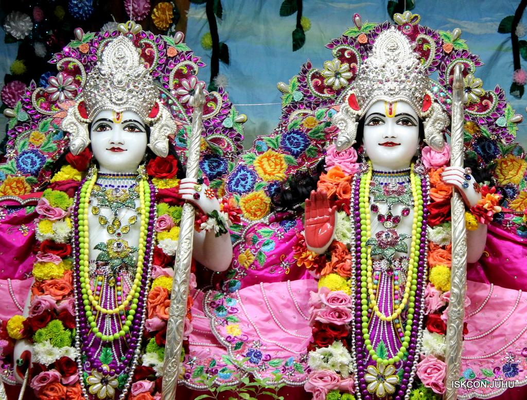 ISKCON Juhu Sringar Deity Darshan on 29th Sep 2016 (35)