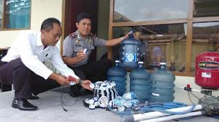 "[[PERHATIKAN]],,Info penting,,Please Tolonglah Sebarkan Saudara-Saudaraku""!! Miris Bacanya, Ternyata Indonesia Dibodohkan Dengan Air Mineral..Brikut Penjelasannya :"