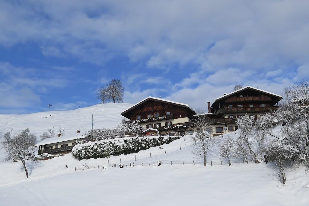 Dort befindet sich der Berggasthof Hocheck