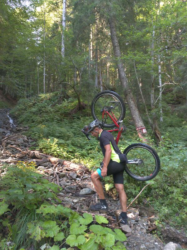 Tehnica Florin Mija de a cara bicicleta in spate.