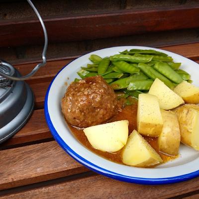 Meat balls, potatoes, sugar snaps and gravy