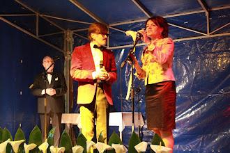 Photo: Po występie Pani Burmistrz wręcza mi... lilię. Z lewej Janusz Pietrzykowski prowadzący koncert.