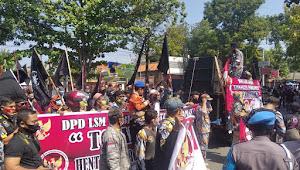 LSM GMBI Gruduk Kantor DPRD Indramayu Menolak RUU HIP