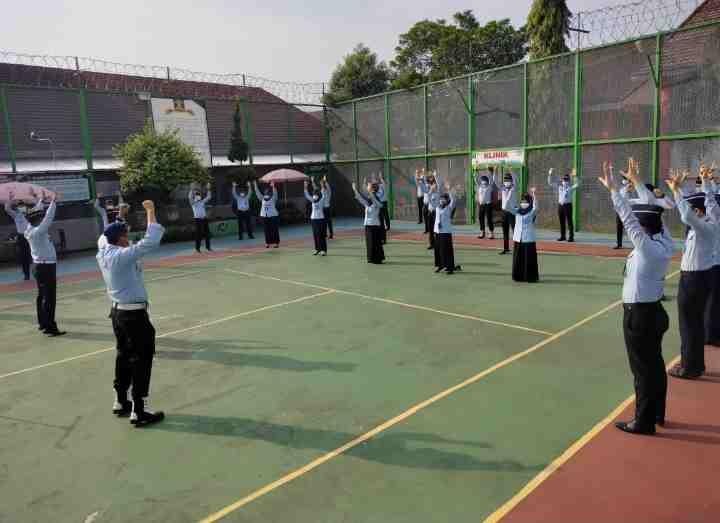 Tingkatkan Imun Tubuh, Kalapas Muara Enim Herdianto Ajak Seluruh Jajarannya Senam Pagi...