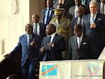 Le Président Joseph Kabila Kabange accompagné (de gauche à droite) du gouverneur de la ville de Kinshasa, André Kimbuta Yango et du ministre de la Justice et Droits humains, Alexis Thambwe Mwamba le 27/04/2015 à Kinshasa. Radio Okapi/Ph. John Bompengo