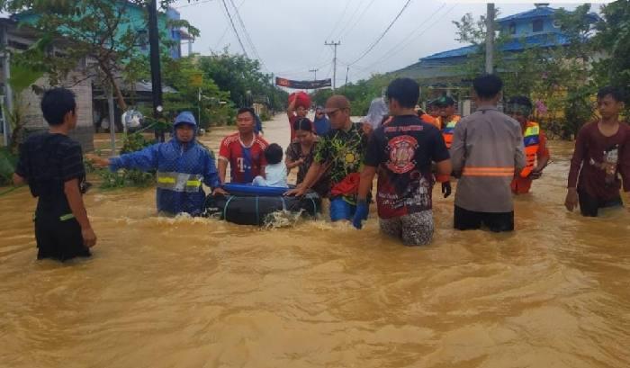 Beberapa hari ini wilayah Pulau Laut Kotabaru diguyur hujan deras dibarengi dengan angin kencang.