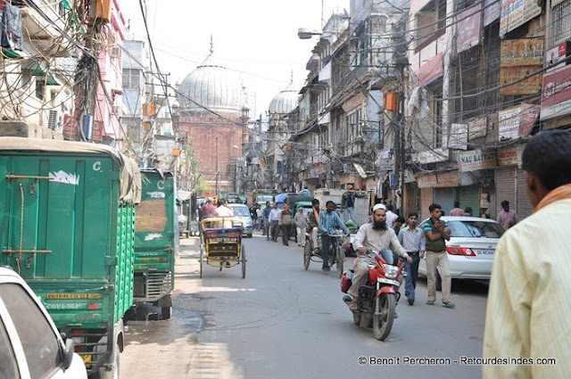 Une rue du Vieux Delhi donnant sur Jama Masjid, la grande mosquée de Delhi