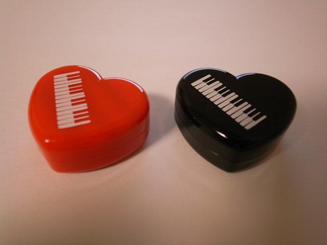 ハートピアノのケース入り消しゴム