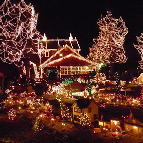 Clifton Mill by Anne Mangen - Public Holidays Christmas ( pwcholidays,  )