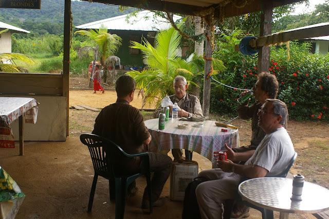 Dans le village de Kaw (Guyane). 18 novembre 2011. Photo : J.-M. Gayman