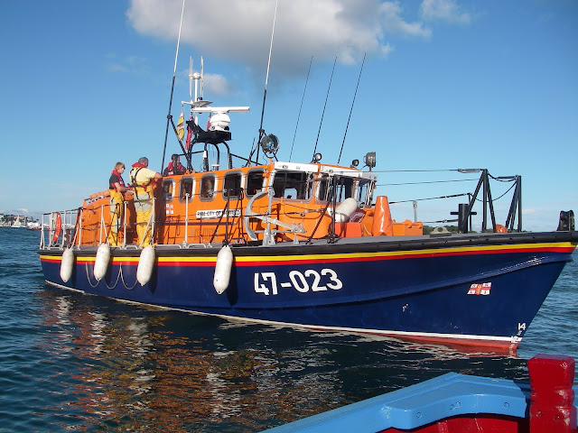 Poole's Tyne class lifeboat 'City of Sheffield' coming alongside a casualty vessel