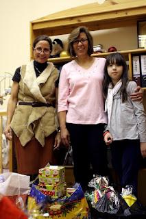 """Терезита и Иоланта - это друзья проекта, которые помогли нам с подарками для детей и мамочек.  Благотворительный проект """"Мать и дитя"""" www.helfenleben.com"""