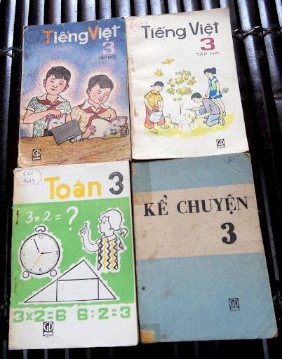 Sách giáo khoa tiểu học cũ - nơi lưu giữ từng trang ký ức DSCN3247