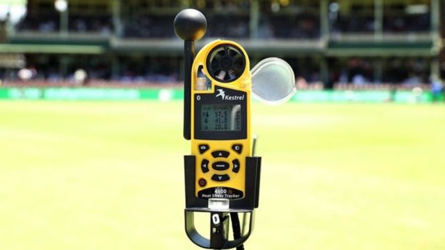 A temperature gauge records the direct heat at the Sydney Cricket Ground as 57.5C (135.5F), 7 January 2018. Photo: Getty Images