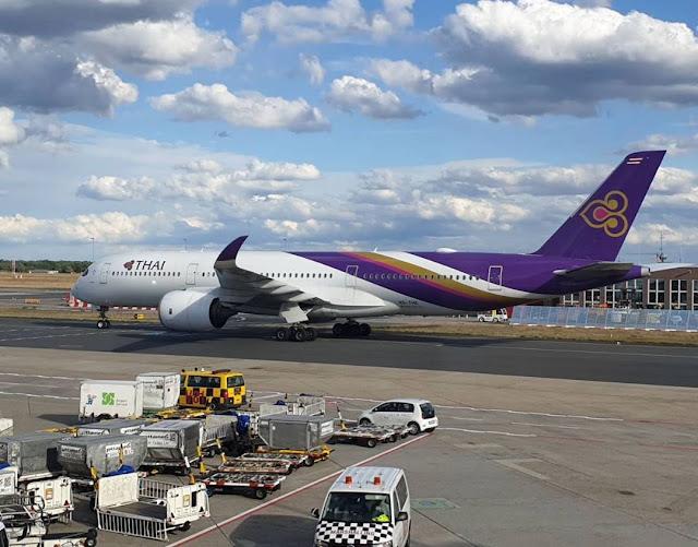 Bertahan Hidup, Thai Airways Jual Gorengan
