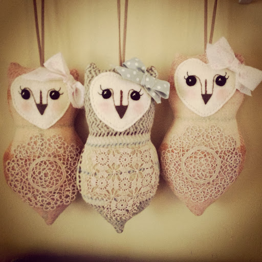 ..hanging blanket owls