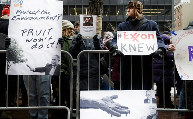 Protesters gather in front of the offices of Senate Minority Leader Charles E. Schumer (D-N.Y.) as part of a nationwide rally organized to protest the nominations of climate change deniers in the cabinet of President Donald Trump on 9 January 2017. Photo: Justin Lane / European Pressphoto Agency