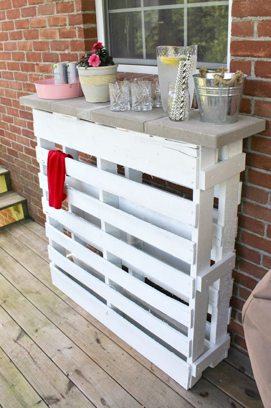 DIY-wood-pallet-bar
