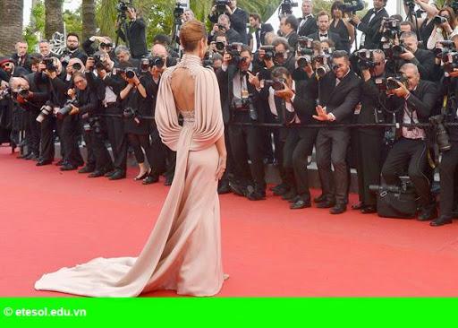Hình 7:   Cheryl nổi bật ở LHP Cannes
