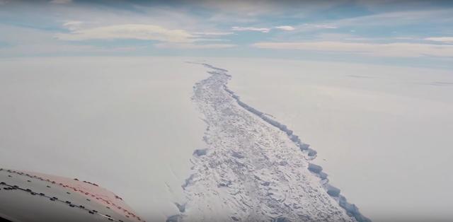 Aerial view of the Larsen C Ice Shelf crack in February 2017. Photo: British Antarctic Survey