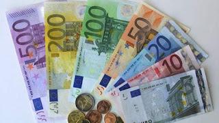 Monnaie : L'euro baisse un peu face au dollar dans un marché hésitant