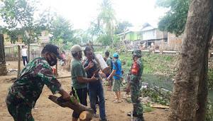 Pasca Hujan Disertai angin Puting Beliung Koramil 1628-03/ Seteluk,   Bantu Masyarakat Terdampak .