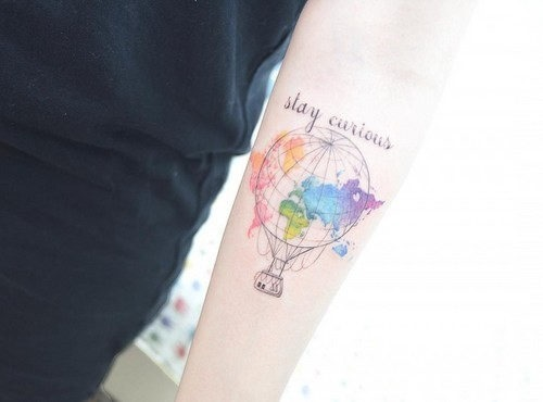 este_elegante_balo_de_ar_quente_e_mapa_da_tatuagem