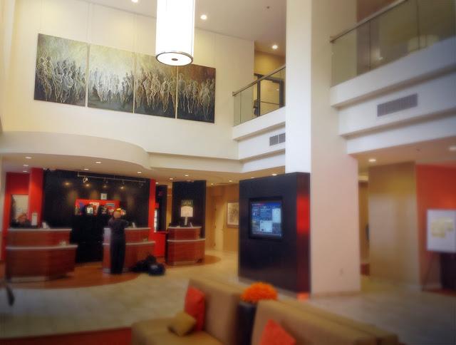Lobby in Courtyard Marriott in Grand Rapids