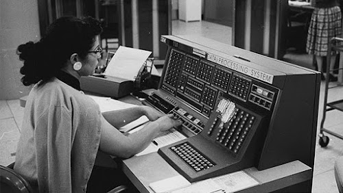 Console of an IBM 705 computer. That console was used to control the computer and for debugging it. Photo from IBM.