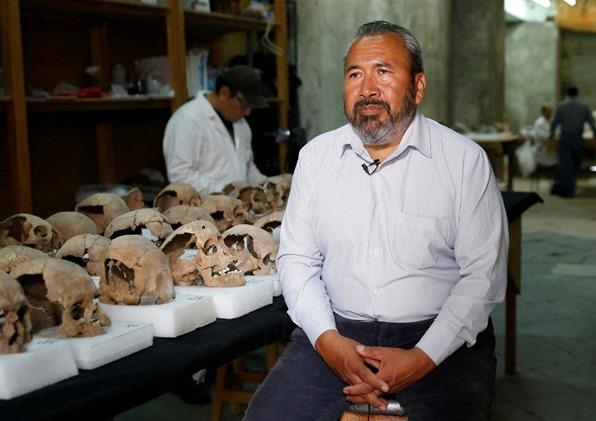 Torre de crânios humanos descoberta no México 03