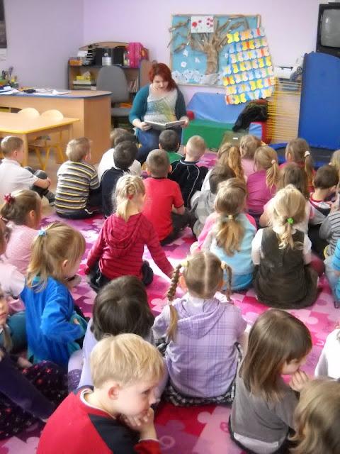 Czytanie w przedszkolu - DSCN1101.jpg