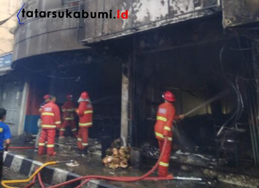 Rumah Makan Raja Sambel Sukabumi Terbakar, 4 Korban Terjebak Dilantai Atas Toko