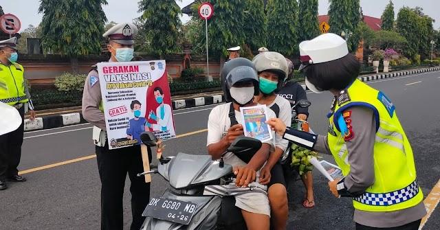 Operasi Patuh Agung, polisi bagikan masker di Klungkung