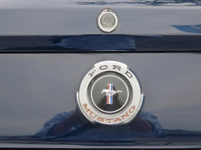 フォードマスタングコンバーチブルのエンブレム