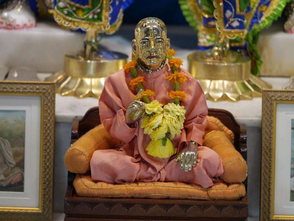 ISKCON New Govardhana Deity Darshan 09 Dec 2015 (24)