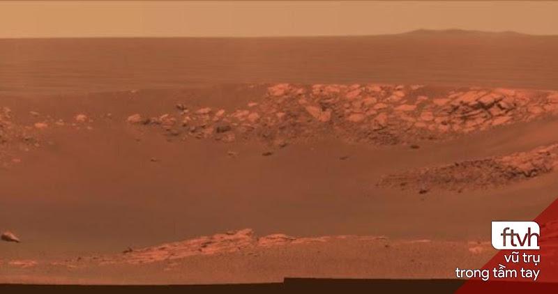 Miệng hố va chạm Intrepid chụp bởi tàu tự hành Opportunity