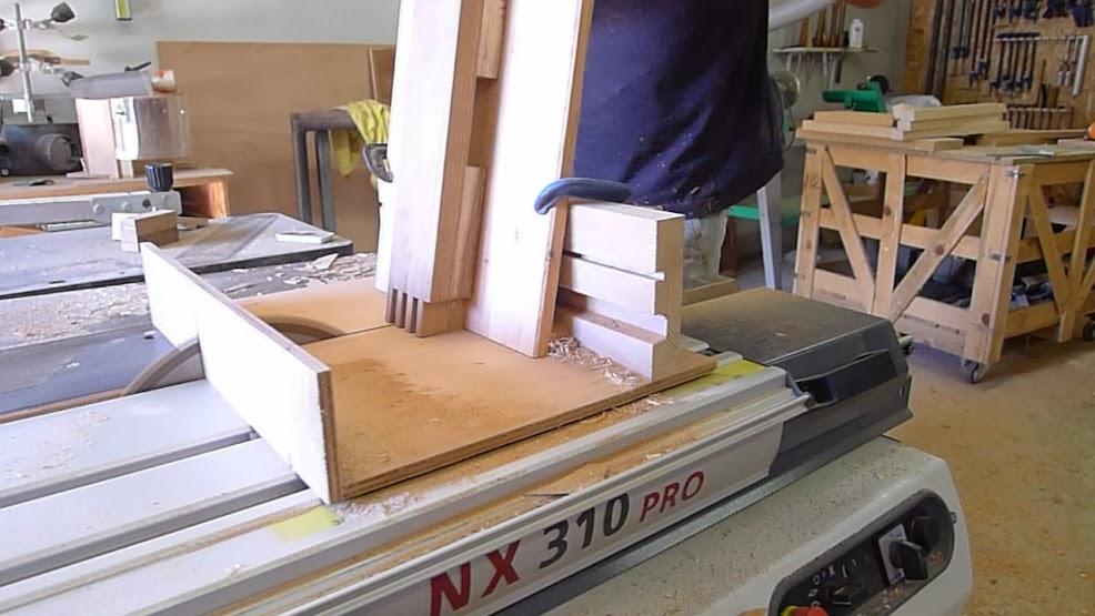 Chaise design pour petit garçon P1060871