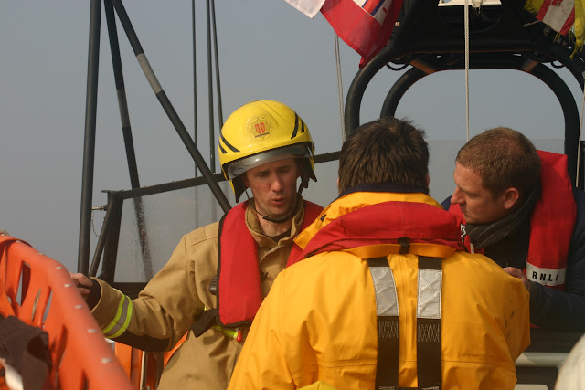 2011, 27 March – Dorset Fire and Rescue member briefing the Second Coxswain and Mechanic during a training exercise