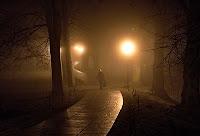 Πεζός στο σκοτάδι, μύστης, walking in the dark, myst