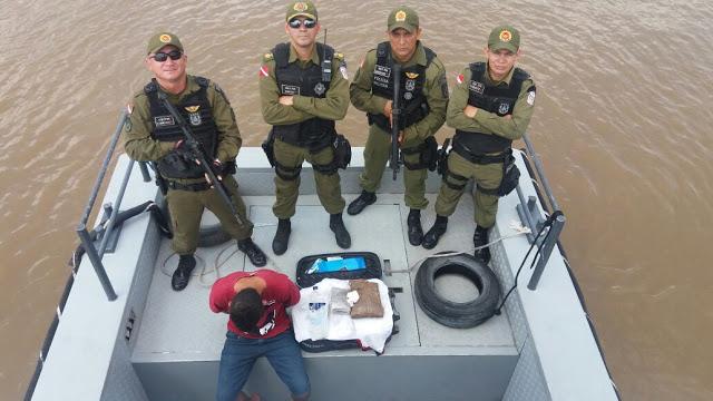 Elemento acusado de tráfico é preso pela PM dentro de embarcação em Oriximiná