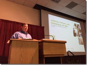 Jake Gehring在2015年BYU家族历史和家谱会议上展示