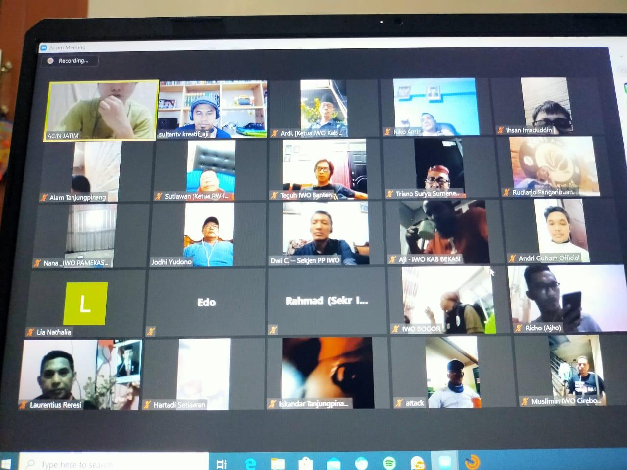 Pengurus IWO Pusat Rapat Koordinasi Melalui Zoom Meeting Secara Virtual Se-Indonesia