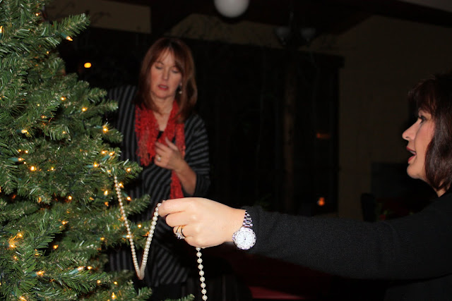 2009 Clubhouse Christmas Decorating Party - IMG_2583.JPG