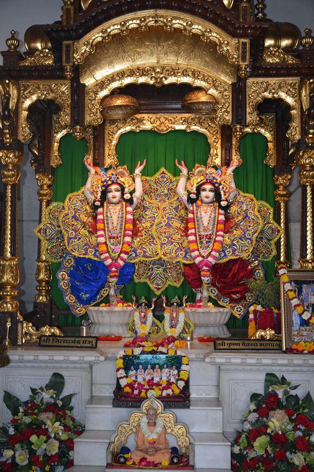 ISKCON Ujjain Deity Darshan 30 Mar 2016  (5)