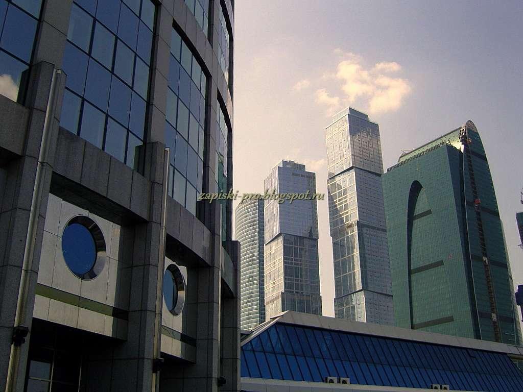 Башня 2000 и Город столиц в Москва-Сити фото