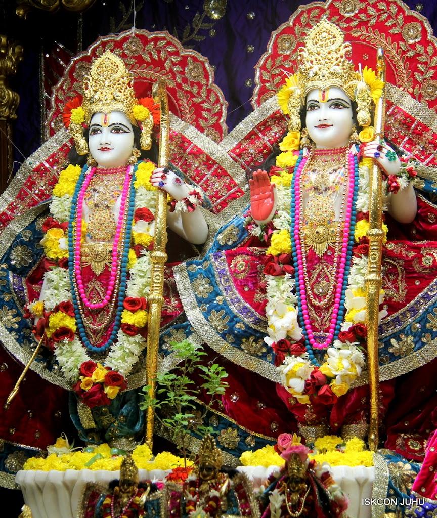 ISKCON Juhu Sringar Deity Darshan on 10th July 2016 (18)