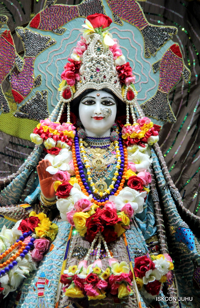 ISKCON Juhu Sringar Deity Darshan on 19th Oct 2016 (13)