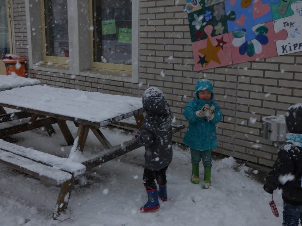 Spelen in de sneeuw - P1060669.JPG